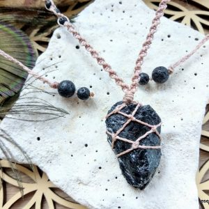 CRYSTALS IN MACRAME